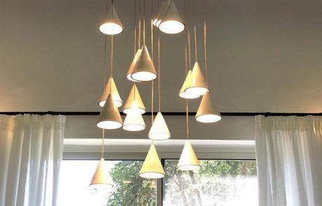 התאמת תאורת אווירה לסלון